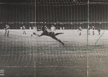 Milésimo gol do Pelé, 1969. Foto: Arquivo Nacional  Cobrança de pênalti de Pelé, para marcar seu milésimo gol, na partida entre Santos e Vasco da Gama, no estádio do Maracanã, em 19 de novembro de 1969. Arquivo Nacional. Fundo Correio da Manhã. BR_RJANRIO_PH_0_FOT_38422_348